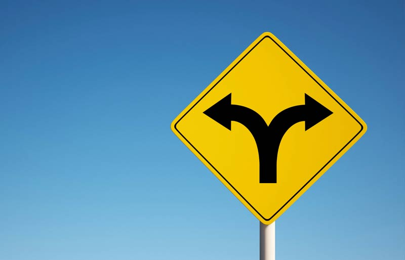 An image of a traffic sign with a two headed arrow one pointing left and the other right.